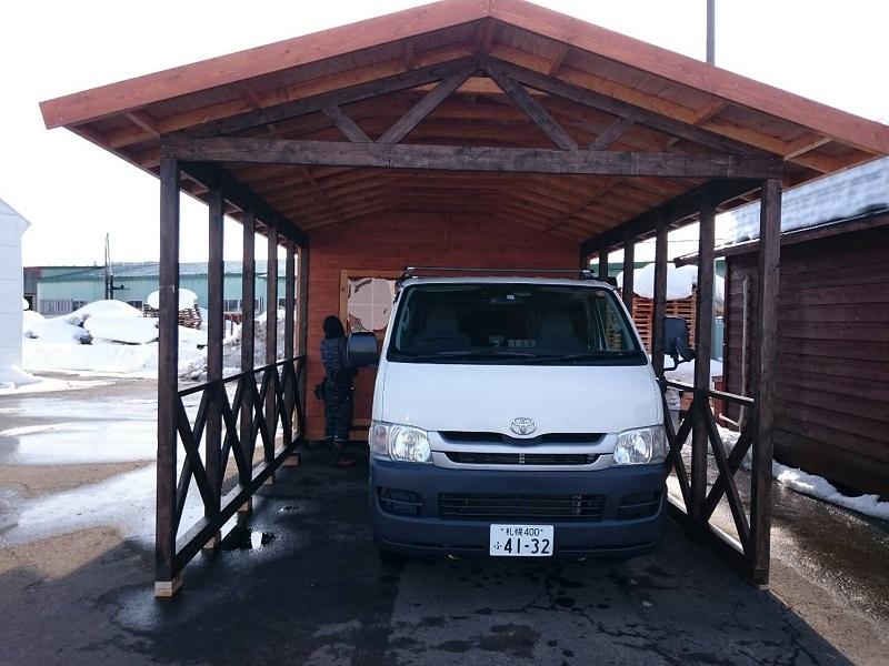 車庫やカーポートは雪国にありがたい設備です。