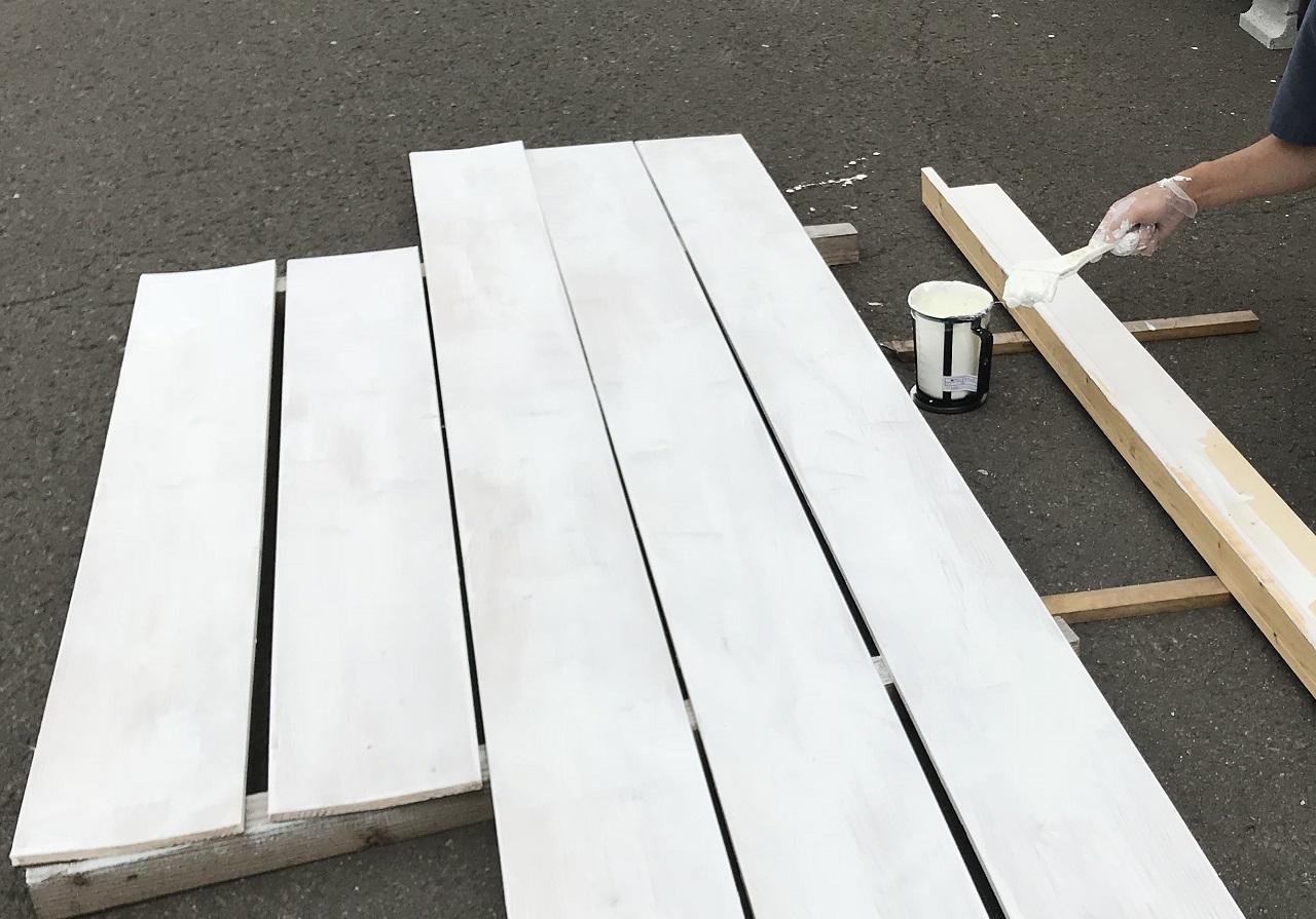 床、屋根、梁パネル、破風板は取付前に塗装しておくとよいでしょう。