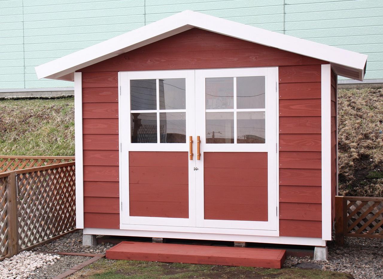 三坪以下の小さな小屋なら四隅を固定すれば十分。