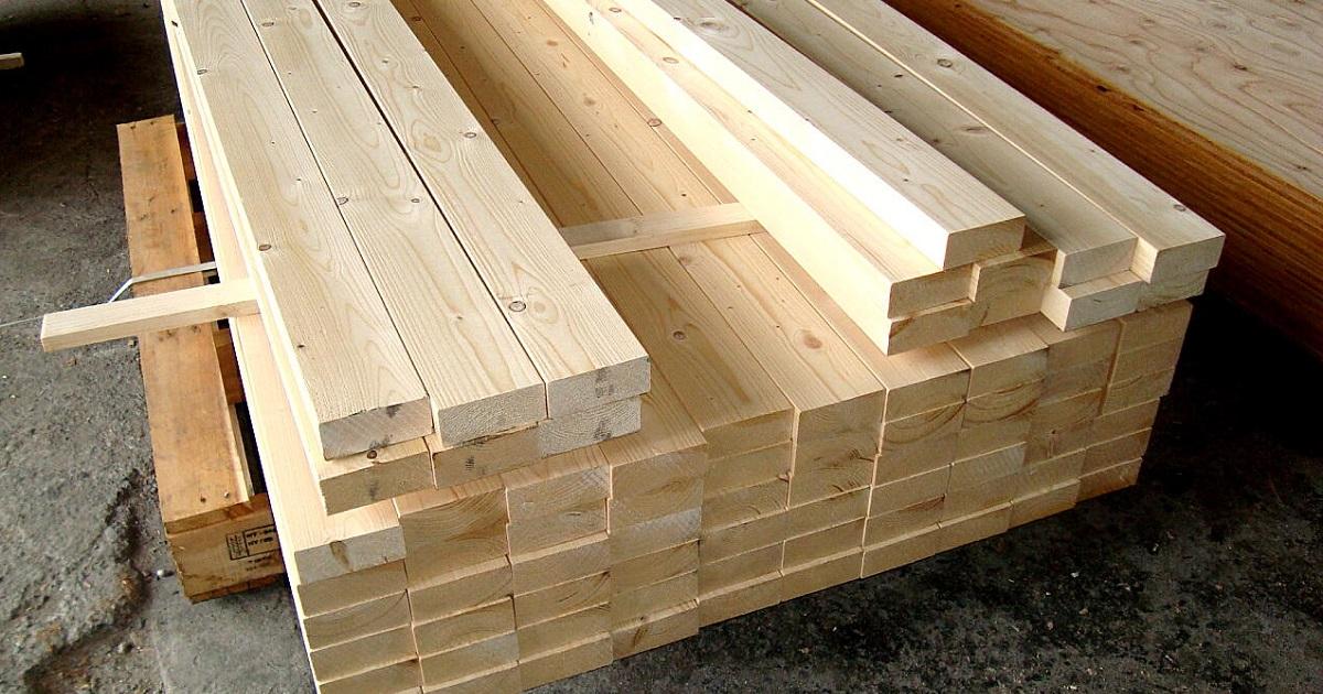 小屋の設計によりますが、木材資材の詳細コスト配分は金額換算で、合板≒ツーバイフォー材という感じでした。