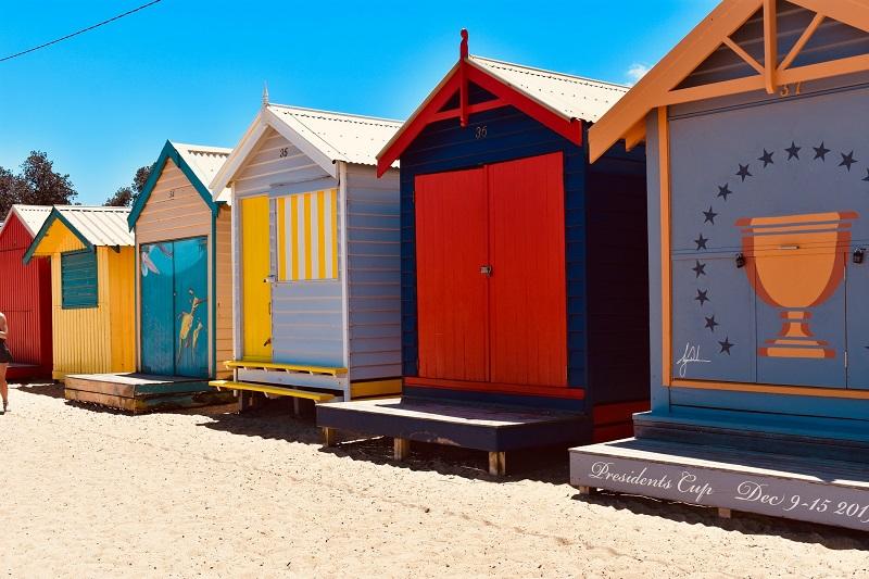 海外の小屋は、配色センス、イラストともにデザインが優れてます。