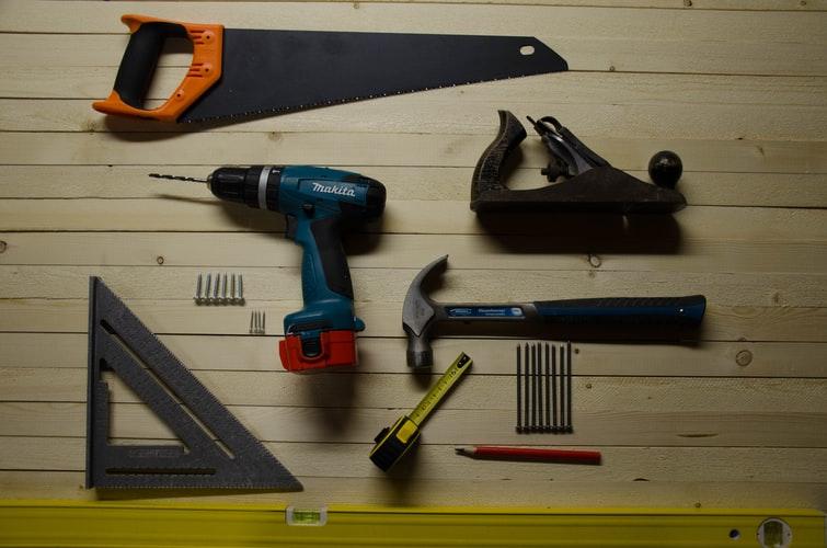 小屋作りを一人で作業するのは作業効率も落ちますので、完成までに日数がかかります。