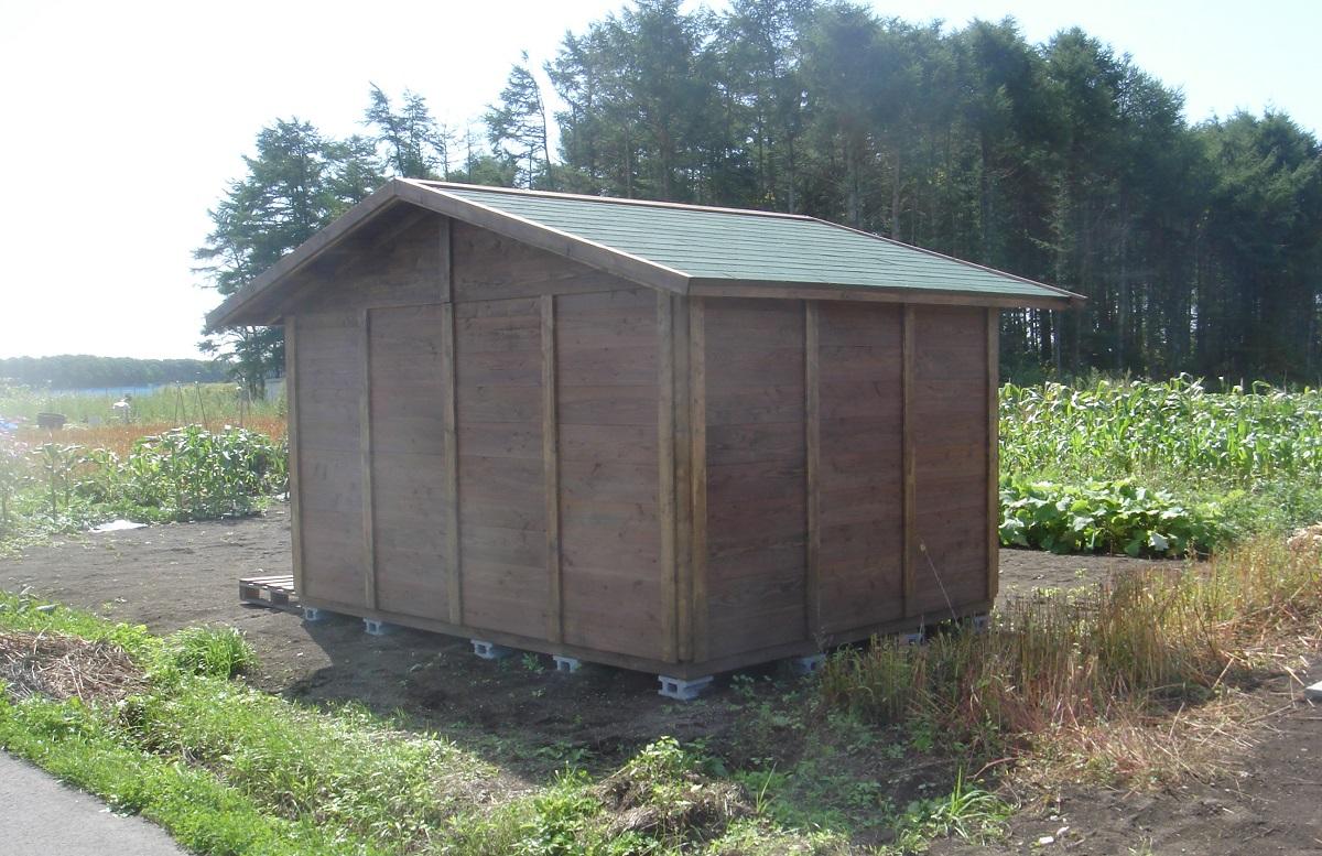 小屋を農地に建てる方が多いのですが、耕された農地などの軟弱地盤では建物が安定しません。