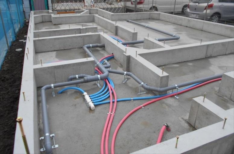 電気配線や空調ダクトも基礎設計に反映されることもあり、図面が完成してから見積もりを依頼しましょう。