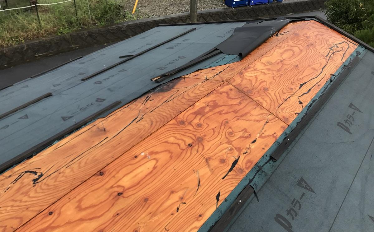 展示品は仮設のため、屋根材を張らずに下地の防水シートのみでした。