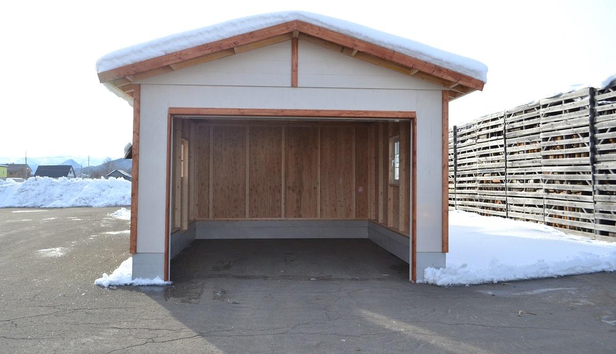 キットハウスの事務所や別荘などへの利用が広がり、建築設計事務所からの問い合わせも多く、建築確認申請するために土間タイプの販売も開始しました。