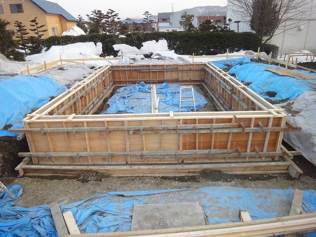 建築確認での基礎は独立基礎(ブロックや束石)が認められません。