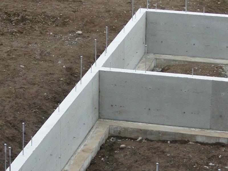 どんな小さな建物でも建築確認申請が必要です。