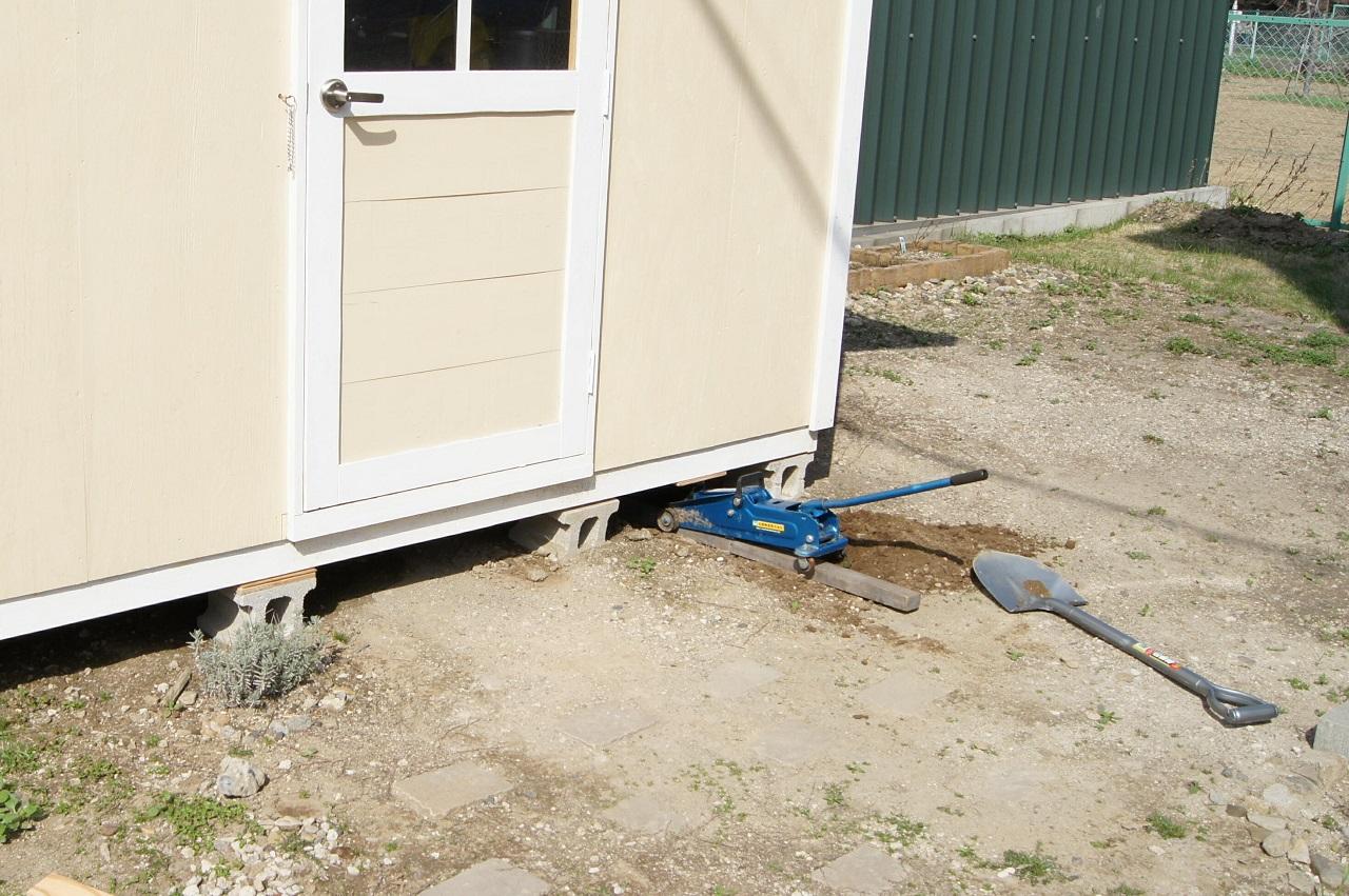 基礎は小屋完成後に調整できます。