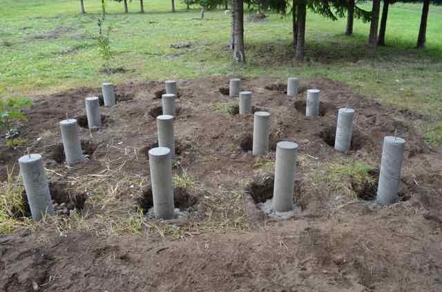 紙製のボイド管にコンクリートを流し込んで独立基礎を作る方法もあります。