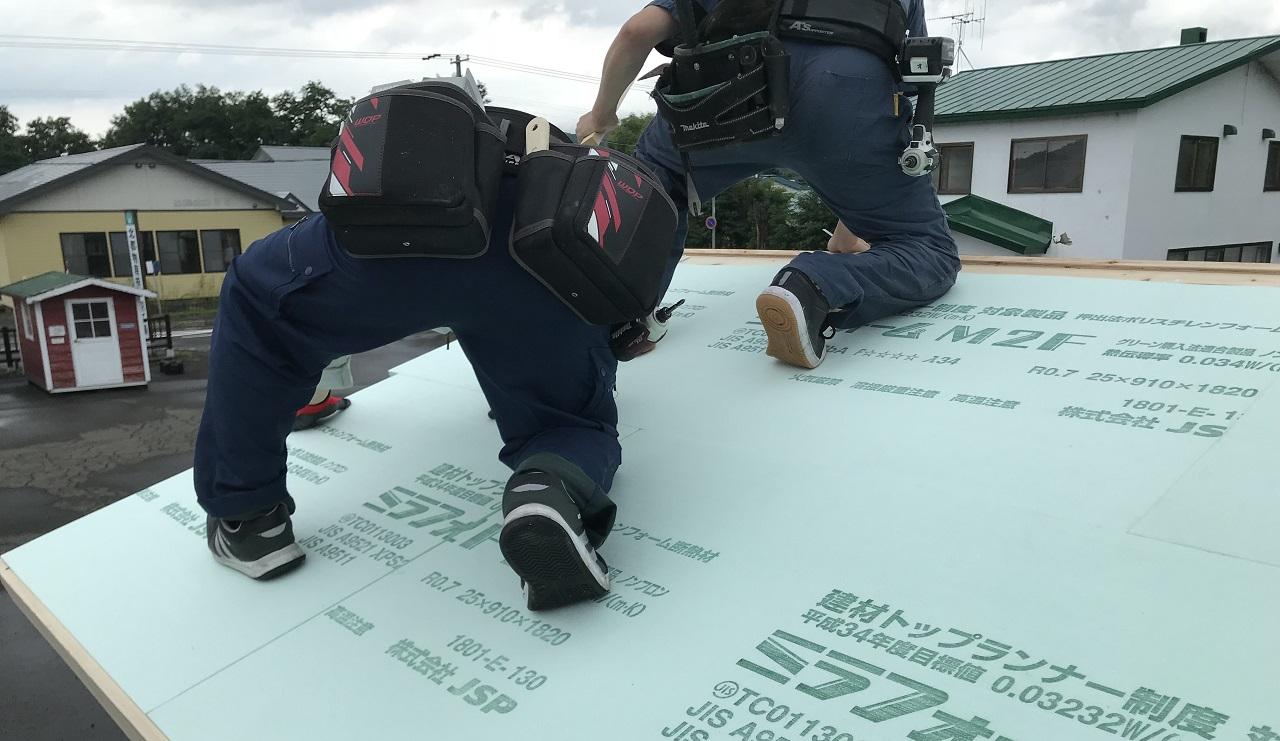 屋根断熱をしておいた方が良いので、発泡ウレタンを使った屋根断熱を計画しています。