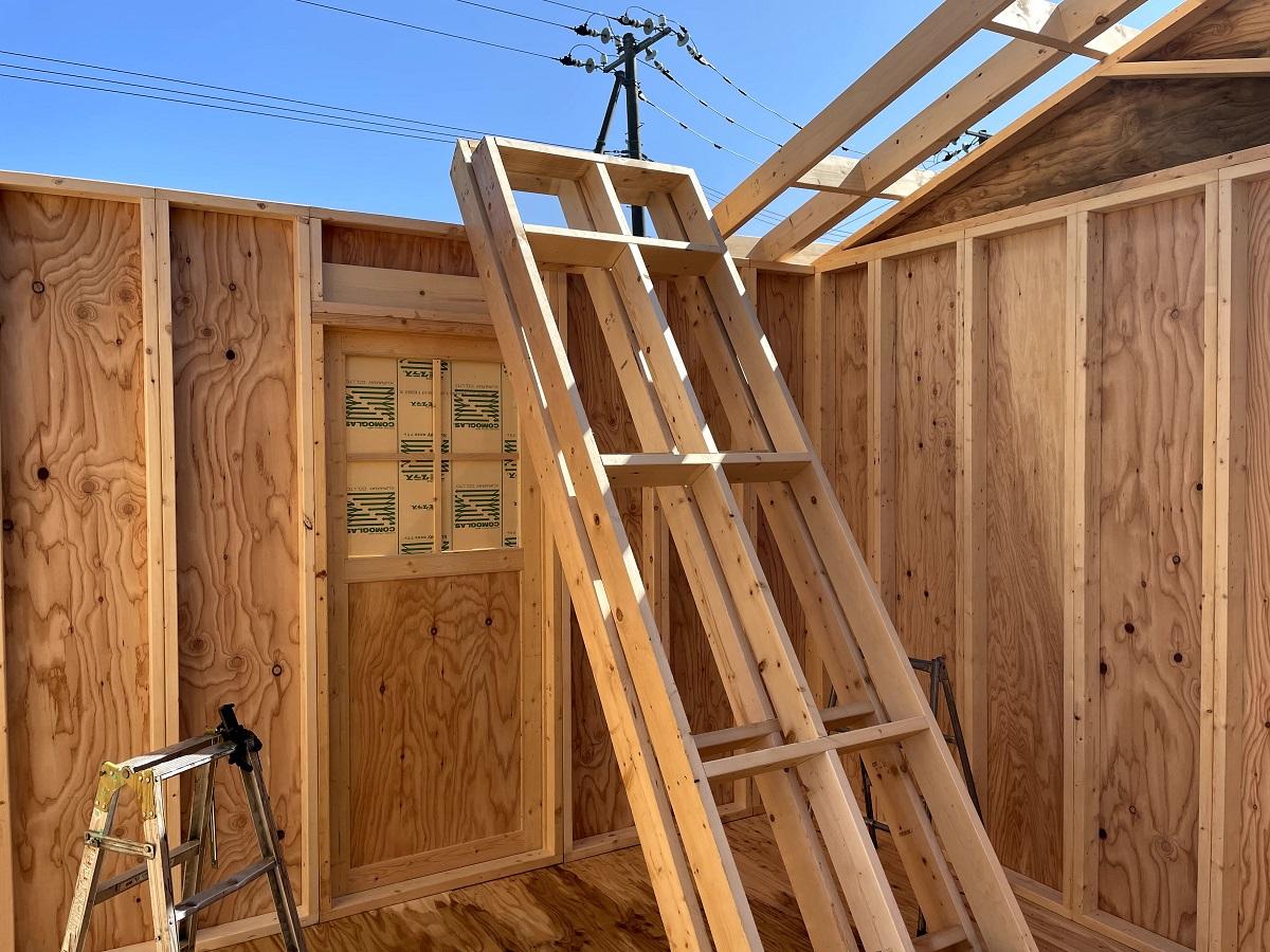 屋根パネルを使って小屋組みの一日