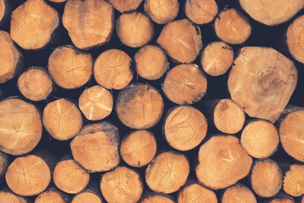 ログハウスの良さは、加工したり工業製品ではない木材である無垢の丸太をそのまま使用している所です。