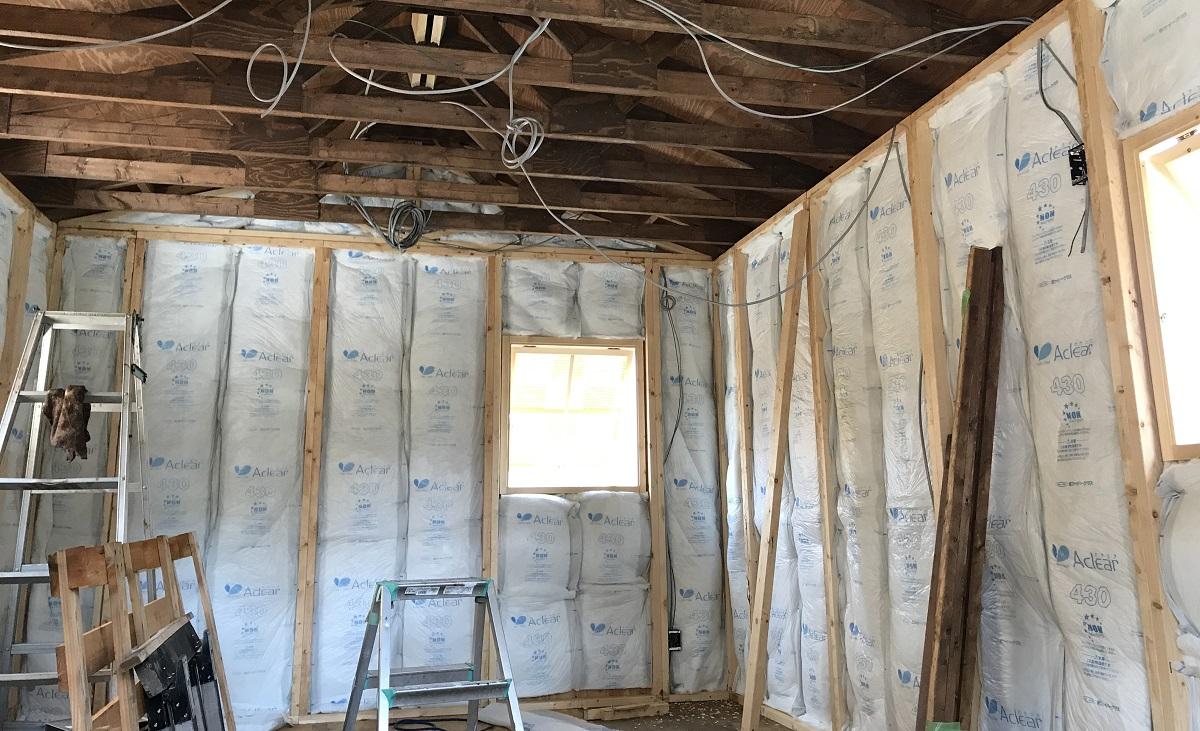 断熱は壁より開口部のドアや窓の方が効果を実感しやすい。