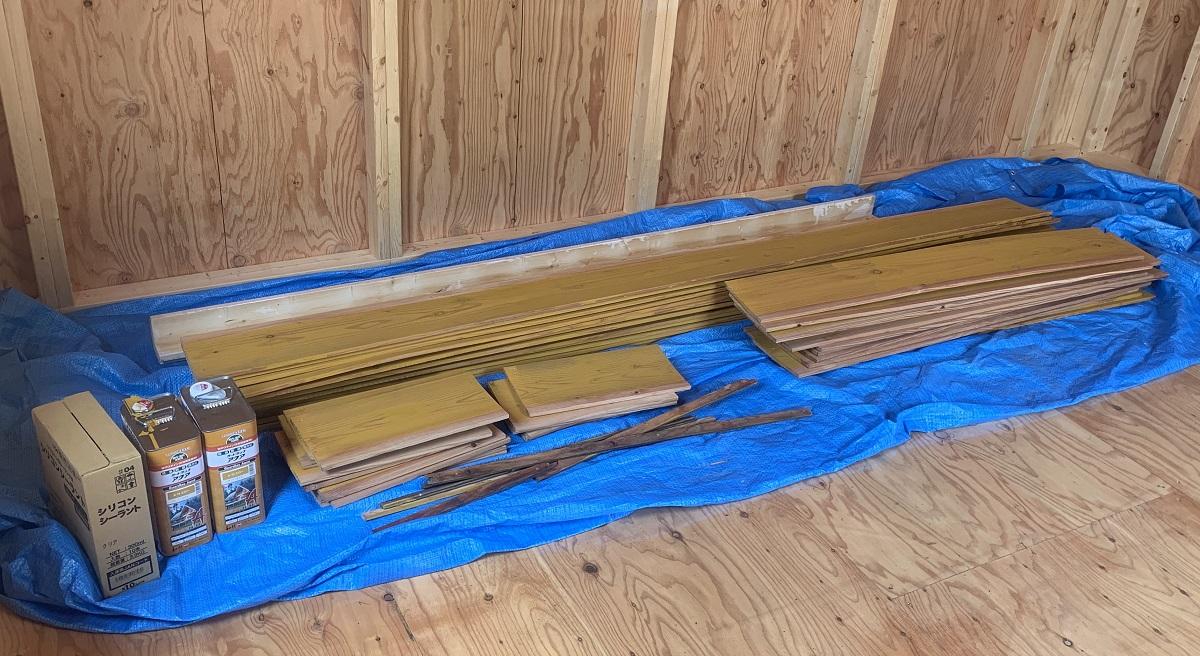 外壁材は取り付ける前に寝かせて、平らな面で塗装してから取り付ける方がおすすめです。