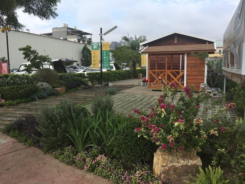 街角にゴミも少なく、都市部にも緑化の為の公園も多く見られます。
