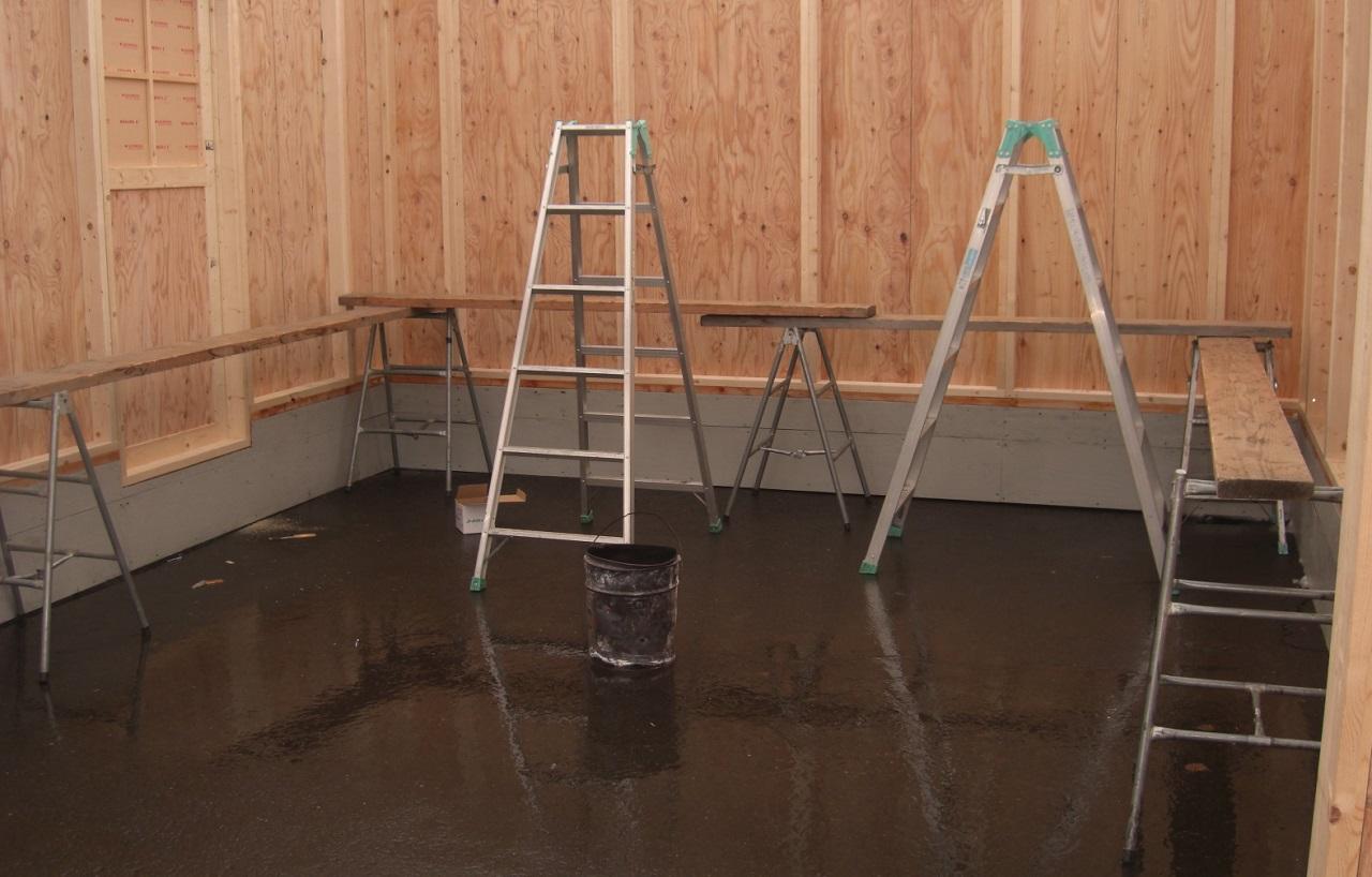 二脚以上用意して足場板を使えば、本格的な作業足場にもなり便利
