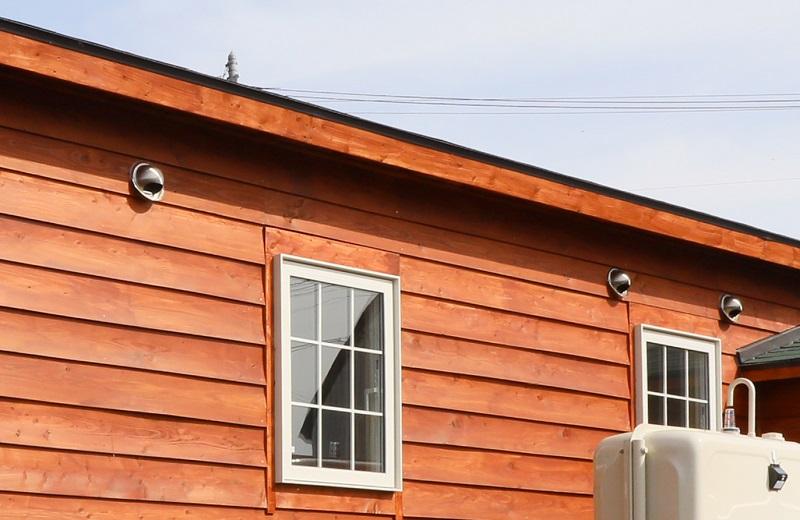 小屋を建てる時に忘れがちな換気計画は、設計する時から窓配置や断熱とともに計画しましょう。