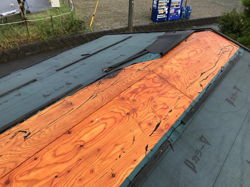 高い位置の屋根まわりの破損や飛散はよくあるので想定しておきましょう。